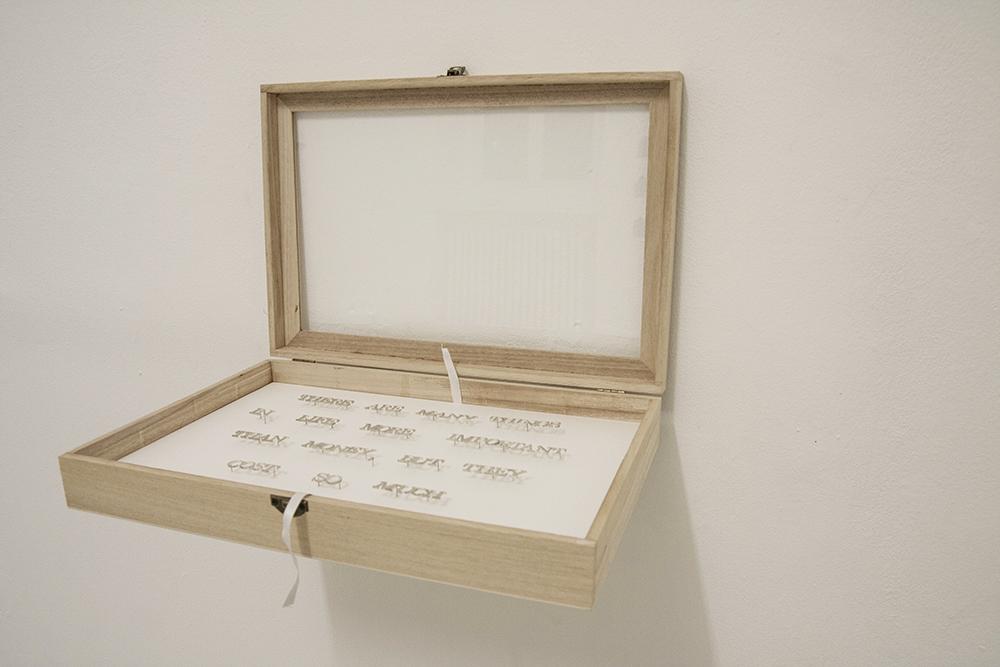 Gema Rupérez, La plata, 2015, lettere d'argento. Misure variabili ed 3/3