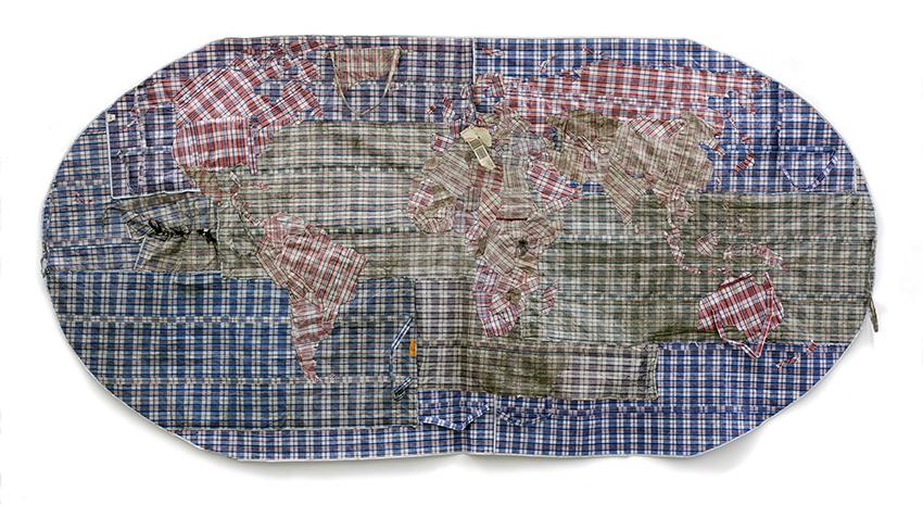 Dan Halter, Rifugiato Mappa del Mondo 4, 2012, plastic weave bags, 183x380 cm